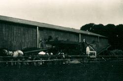 Gerning - Høsten på vej i hus på Bidstrup 1932