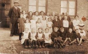 Monstrup - Skolebillede fra 1917 - Søren står som nr. 3 til venstre i 2. række