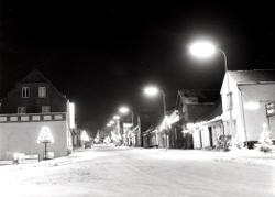Egtved - Byen om aftenen med sne